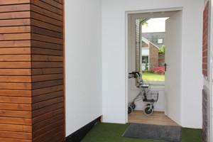 Das Haus und den smart addy verbindet ein stabiler Flur, der wie in diesem Fall auch von außen zugänglich ausgeführt sein kann.